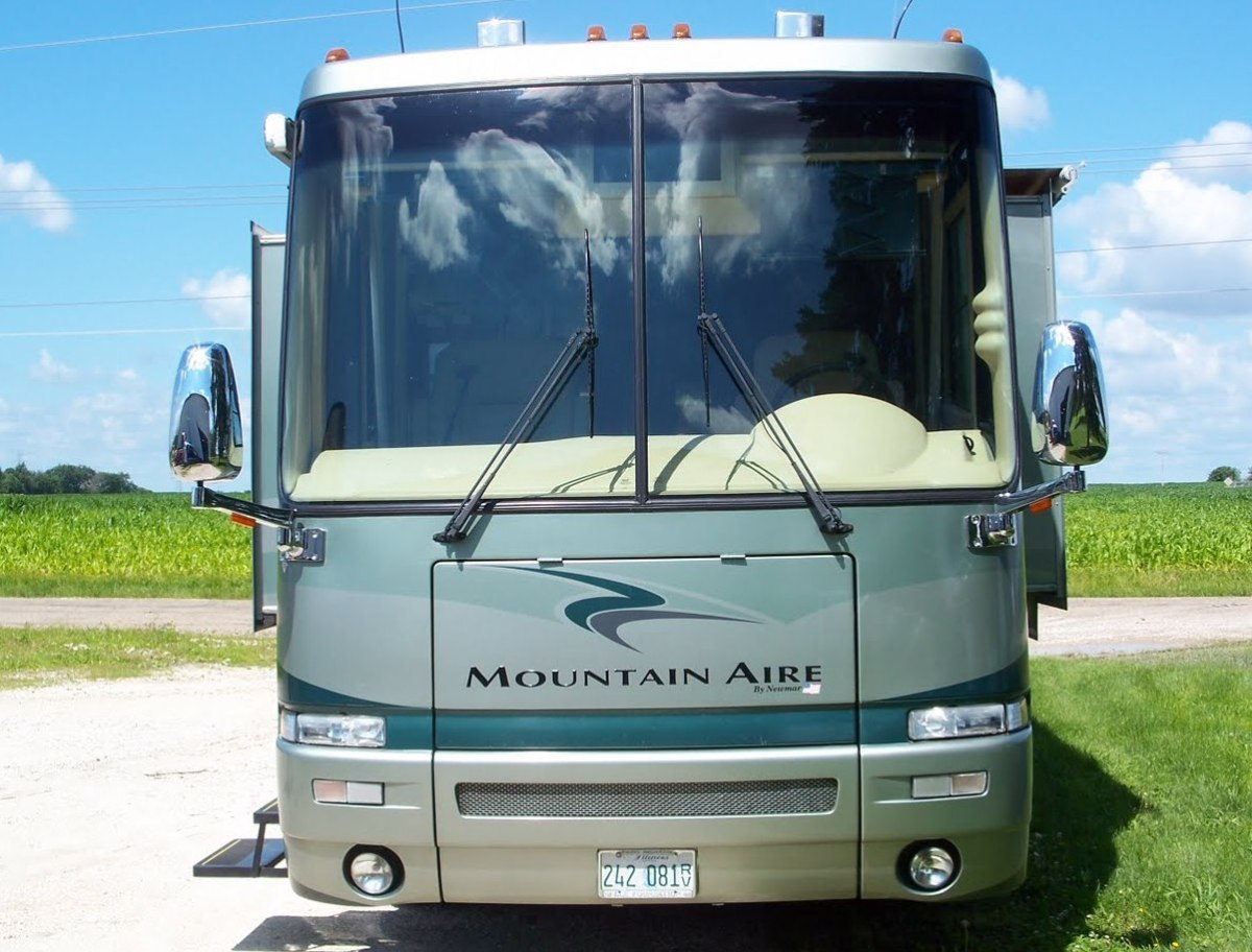 2003 Newmar Mountain Aire Brochure PDF with Floorplans and Specs